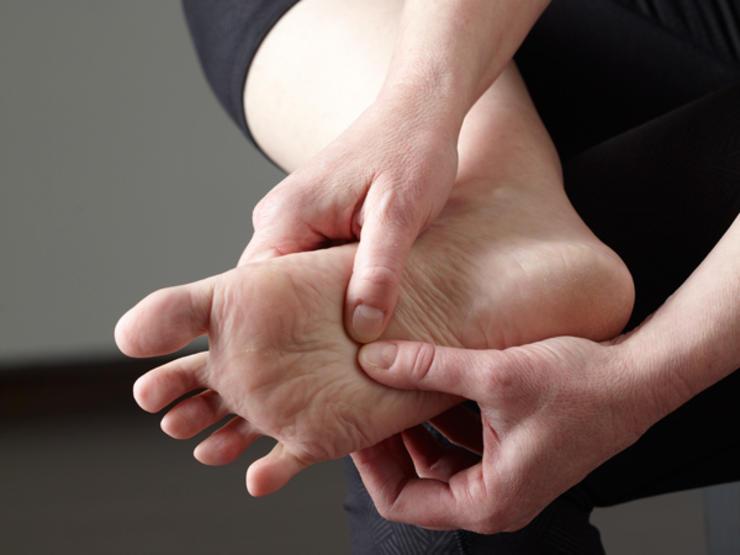 feet rub